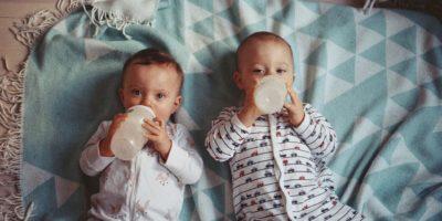 Wasser für Babys: Ab wann dürfen Babys Wasser trinken
