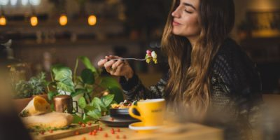 Schwangerschaftstee: Diese Tees helfen während der Schwangerschaft