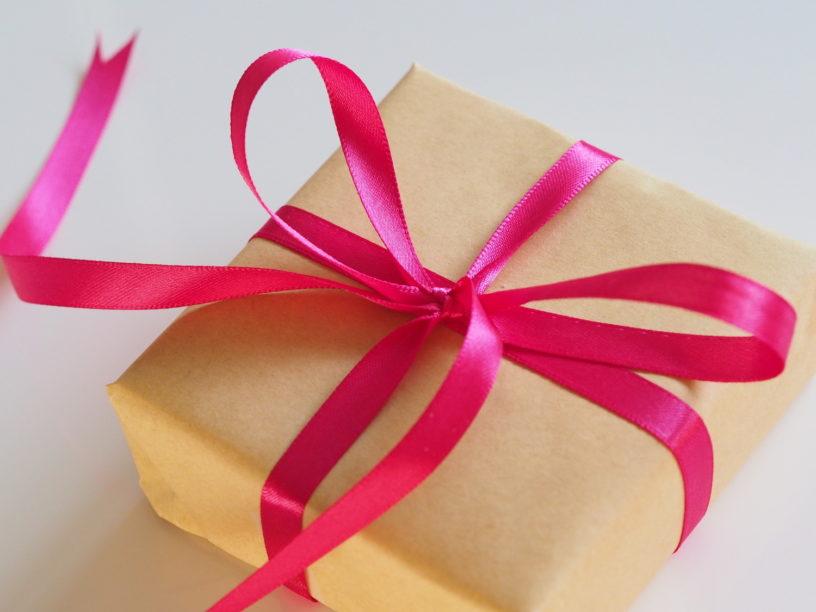Geschenke zur Geburt: 10 Geschenkideen für frischgebackene Eltern