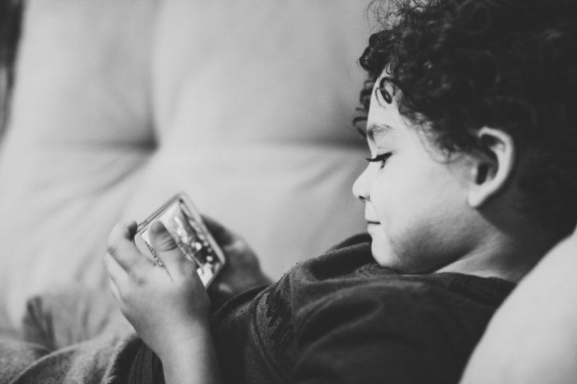 Handy für Kinder: Ab welchem Alter ist ein eigenes Smartphone sinnvoll?