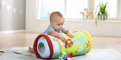 Die besten Krabbelrollen um das Krabbeln bei Babys effektiv zu fördern